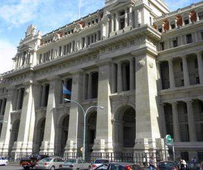 Presentan una acción de inconstitucionalidad contra la Ley de IVE