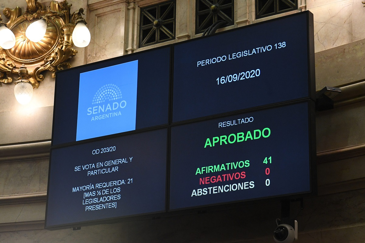 tablero senado votacion ley pesca ilegal