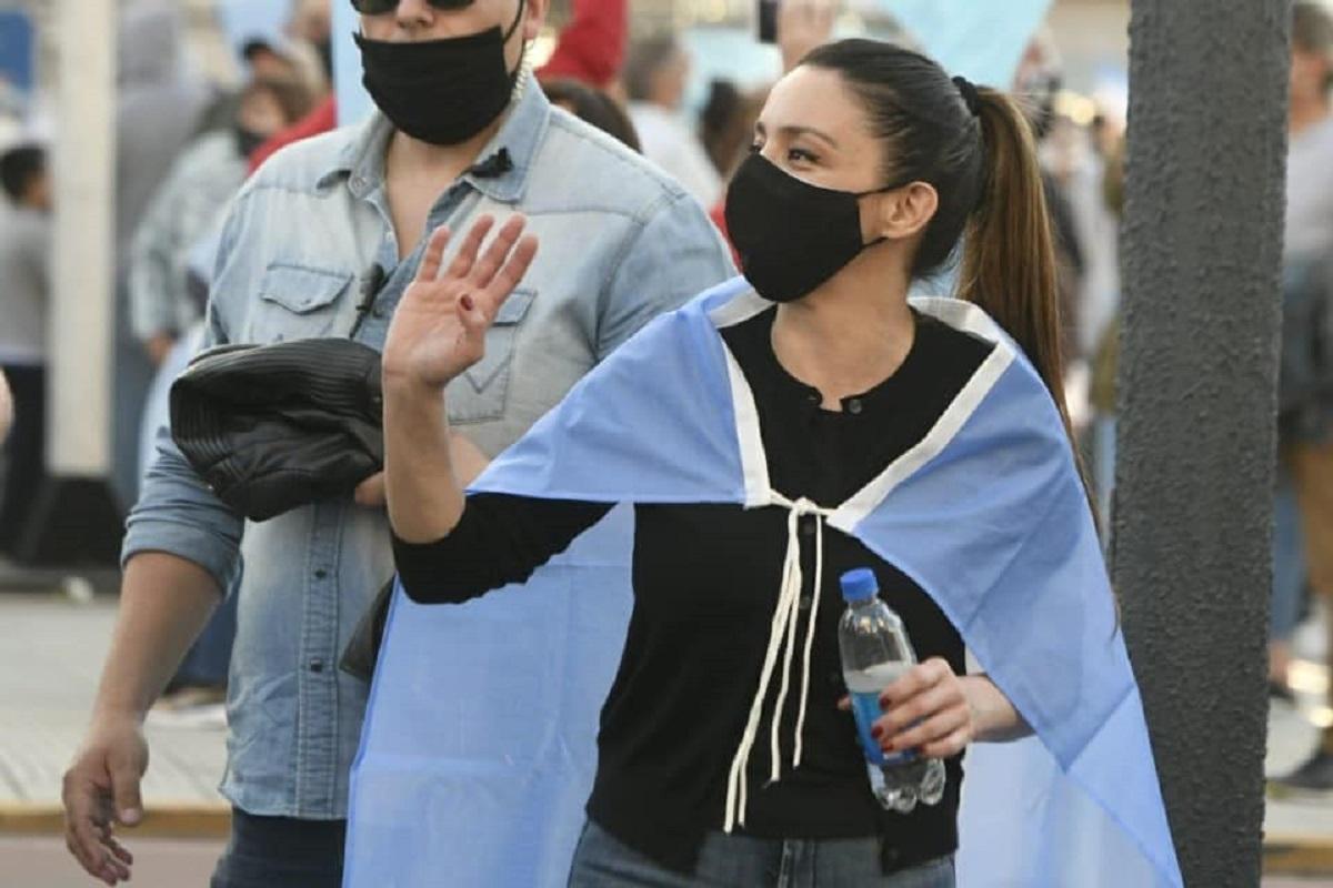 mariana zuvic banderazo
