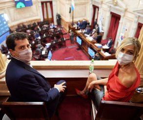 Ministros presenciando los debates: una característica de esta administración