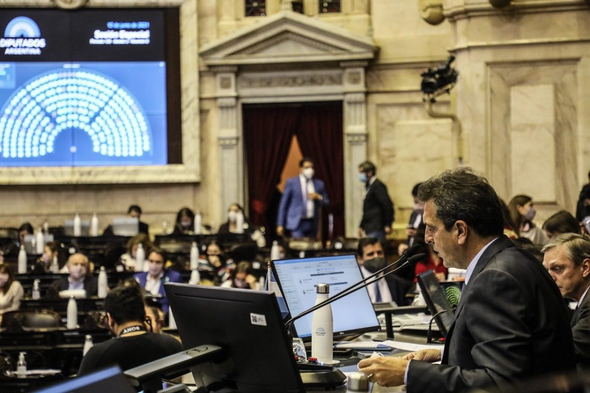 sergio massa presidiendo sesion diputados 10 junio 2021