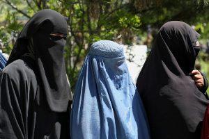 Aprueban una declaración que pide se respeten los derechos de las mujeres y niñas en Afganistán