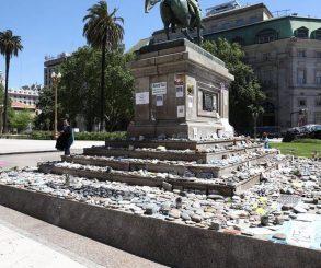 El Gobierno de la Ciudad protegerá las piedras en Plaza de Mayo